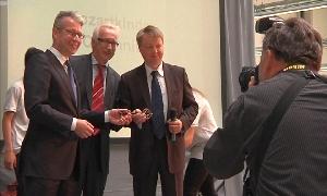 Schl�ssel�bergabe f�r neues Siemens Werk