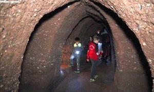 Führungen durch die unterirdischen Gänge des Schlosses