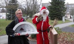 Iris Weißbach mit Weihnachtsmann