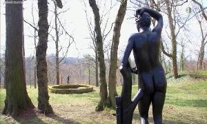 Eisenkunstguss-Figuren im Schlosspark Wolkenburg