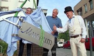 Wetterfahne schmückt nun Schornstein des Esche-Museums